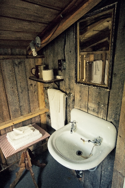 Colonel Cabin Bathroom